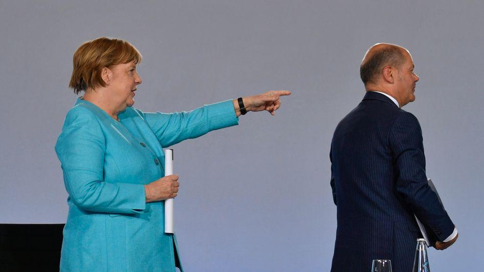 Kanzlerin Merkel, Finanzminister Scholz (bei Verkündung der Konjunkturmaßnahmen)