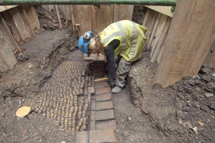 Ausgrabung in London: Mauern der Galerie und des Hofes von Shakespeares Theater