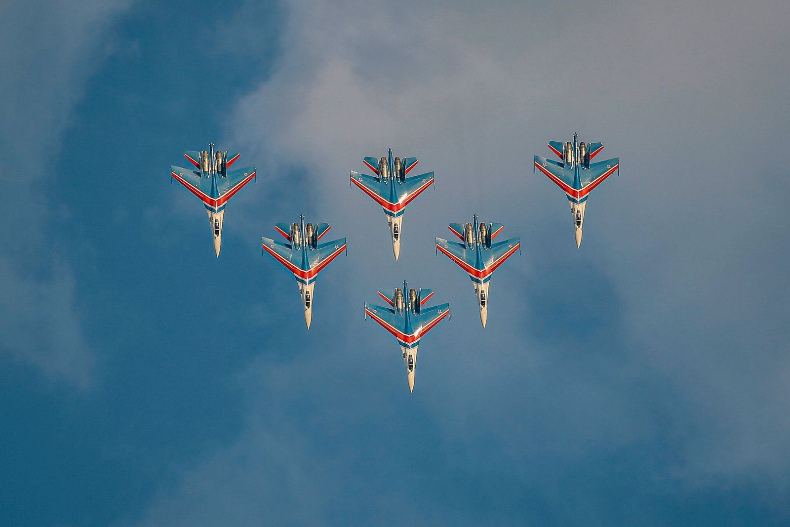 (210720) -- MOSCOW, July 20, 2021 -- The Russian Knights aerobatic demonstration team performs during the opening day of