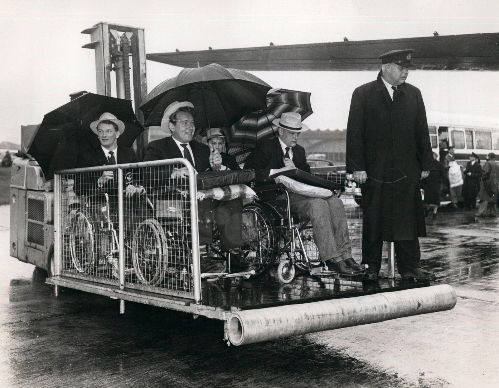 Sep 09 1960 Competitors leave for Paraplegic games in Rome 51 handicapped British competitors l