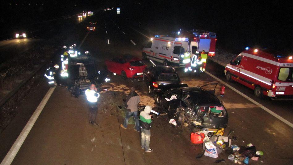 Unfallstelle auf der A2 bei Schackensleben: Sechs Menschen wurden verletzt