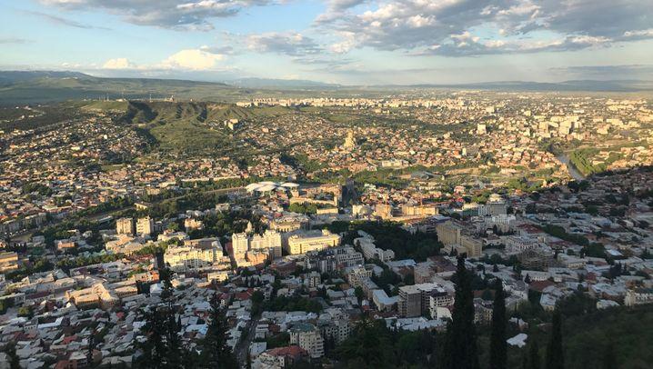 Tiflis in Georgien: Elektro unter dem Stadion