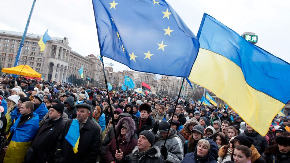 Pro-Europa-Demonstanten in Kiew (Archivbild): Die Hoffnung auf eine EU-Mitgliedschaft wird zerschlagen