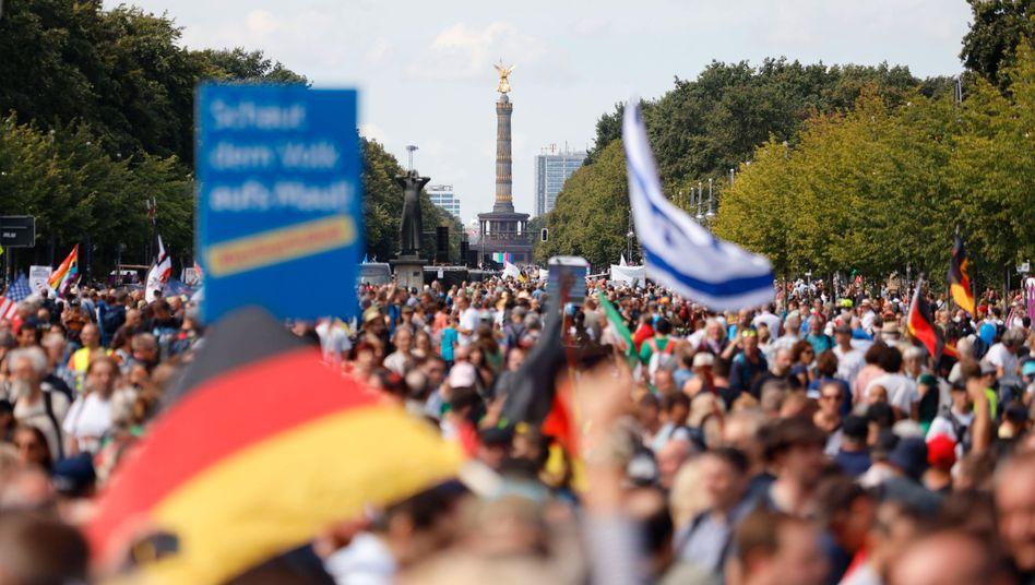 """""""Querdenker""""-Demo in Berlin am 29. August: Für Beamte gilt ein Mäßigungsgebot"""