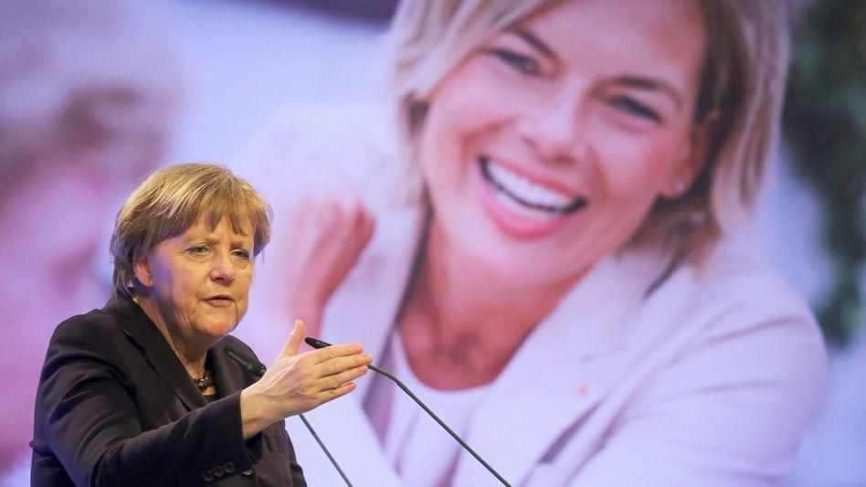"Kanzlerin Merkel, Wahlkämpferin Klöckner: ""Umfrage-Schock"""