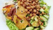 Warmer Wintersalat mit Knallerbsen und Clementinen – für 1,75 Euro