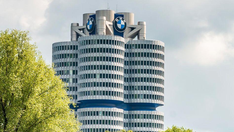 Der BMW-Firmensitz in München erinnert an einen Vierzylinder, doch die Zukunft des Konzerns dürfte elektrisch sein