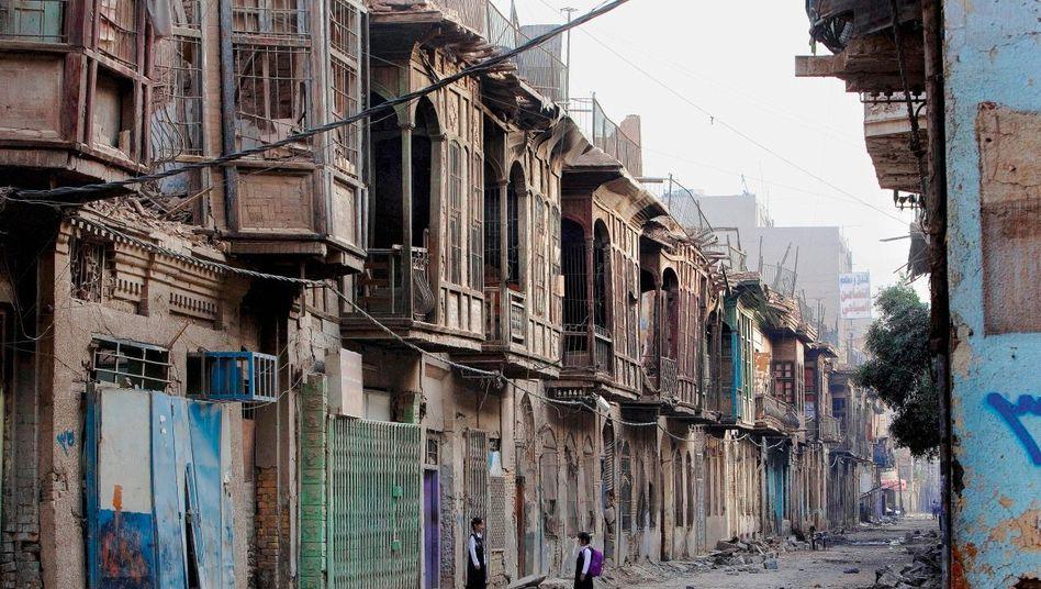 Straßenszene im Bagdader Viertel Bab al-Scharki: Noch immer eine Stadt im Ausnahmezustand