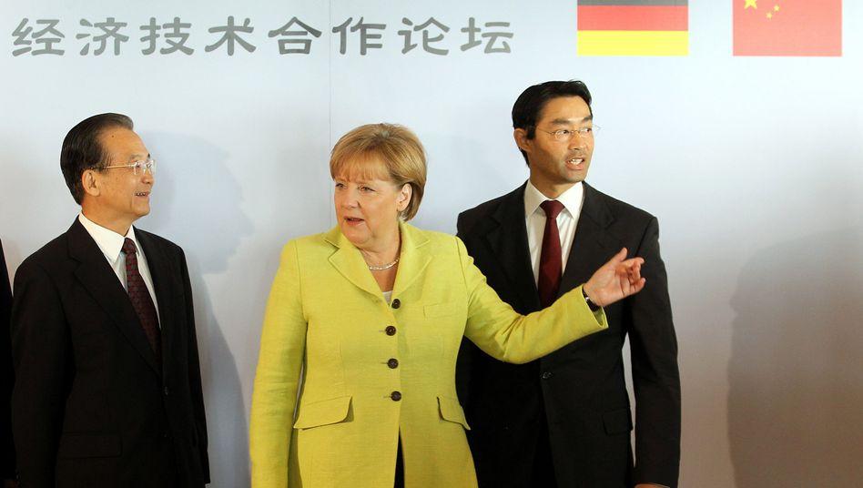 CDU-Chefin Merkel und Vizekanzler Rösler: Einigung auf einen Fahrplan bis zum Herbst