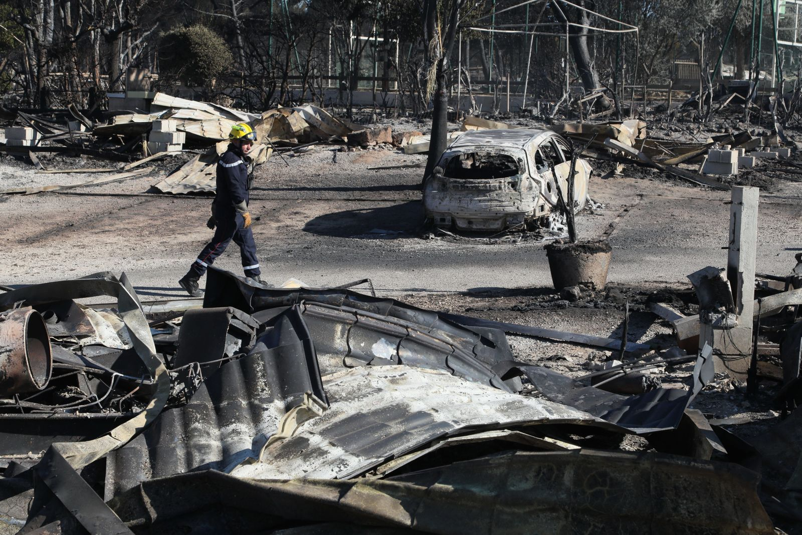 Incendie de Martigues , plus de 1800 pompiers encore mobilisés c