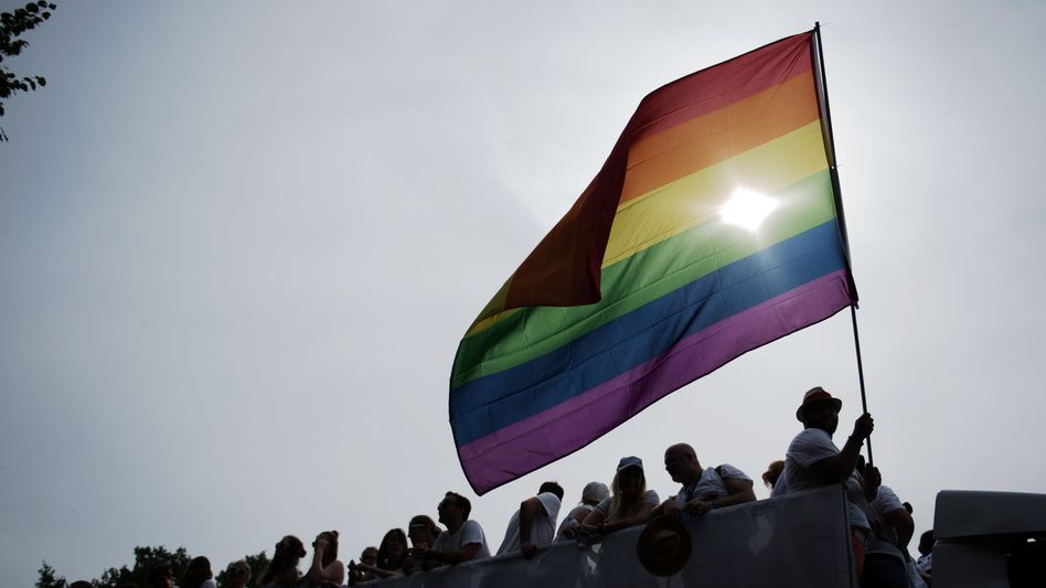 Unter der Regenbogenflagge