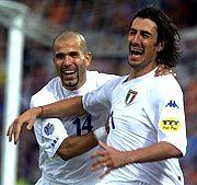 Da war die italienische Welt noch in Ordnung: Marco Delvecchio (r.) jubelt mit Luigi Di Biagio über sein Führungstor