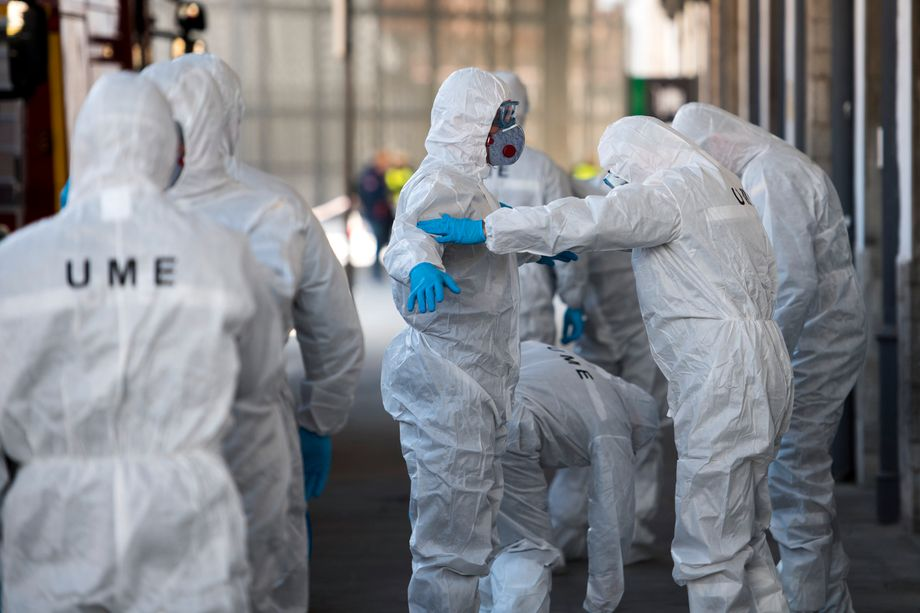 Knapp 20.000 Tote: Vorsichtsmaßnahmen am Bahnhof in Granada