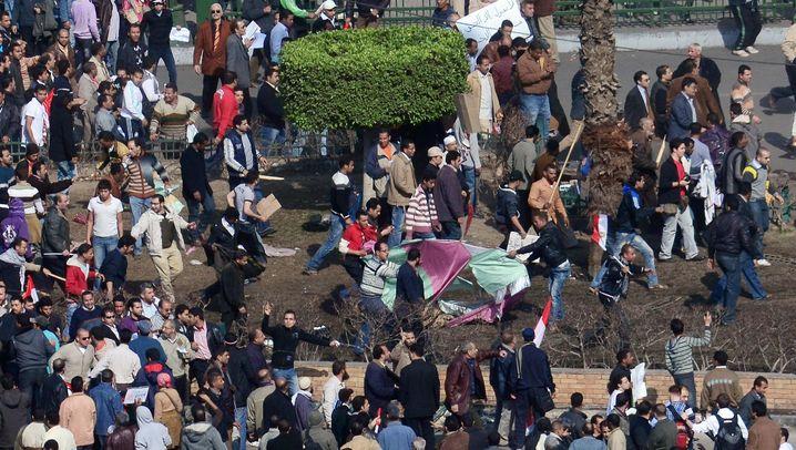 Kairo: Regimegegner gegen Regierungstreue