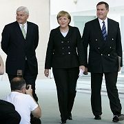 German Foreign Minister Frank-Walter Steinmeier, Chancellor Angela Merkel and Defence Minister Franz Josef Jung (left to right): The Foreign Ministry, Chancellery and Defense Ministry are all united in their desire to provide the reconaissance planes.