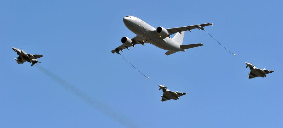 Tankflugzeug der Luftwaffe, Kampfjets: Eine Flugverbotszone ist schwer umsetzbar