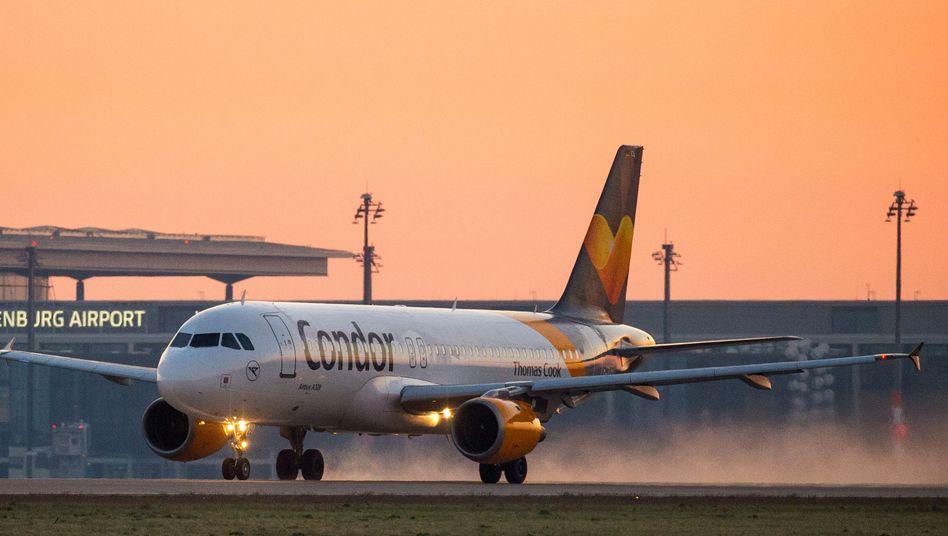 Angeschlagene Fluglinie: Polnische Regierung feiert Übernahme des deutschen Ferienfliegers