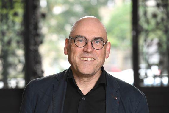 Wolfgang Schroeder, geboren 1960 in Mayen, ist Professor für Politikwissenschaft an der Universität Kassel und Fellow am Wissenschaftszentrum Berlin (WZB). Von 2009 bis 2014 war er Staatssekretär im Ministerium für Arbeit, Soziales, Frauen und Familiein Brandenburg. Er gehört der Grundwertekommission der SPD an.