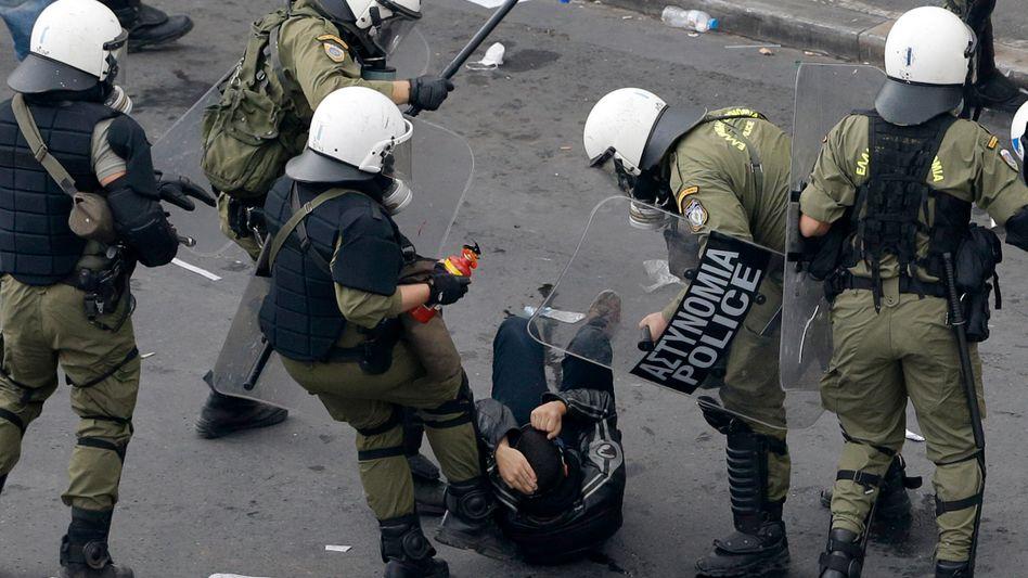 Griechische Polizisten bei Demonstration: Schwere Vorwürfe gegen Sicherheitskräfte