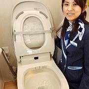 Japanische Luxus-Toilette (hier das selbstreinigende Modell A-la-uno für 2300 Dollar): Land der durchtechnisierten Hygiene