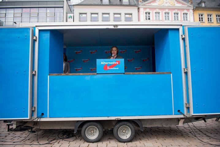Mai aus der Kiste: Beatrix von Storch spricht auf einer AfD-Kundgebung in Chemnitz
