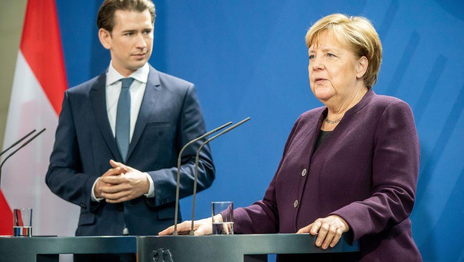 Kurz bei Merkel: Minutenlang wendet er den Blick nicht von seiner Gastgeberin ab