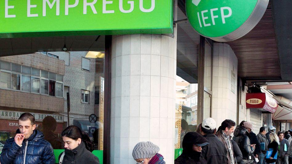 Arbeitslose in Lissabon: Portugal leidet unter einer gewaltigen Schuldenkrise
