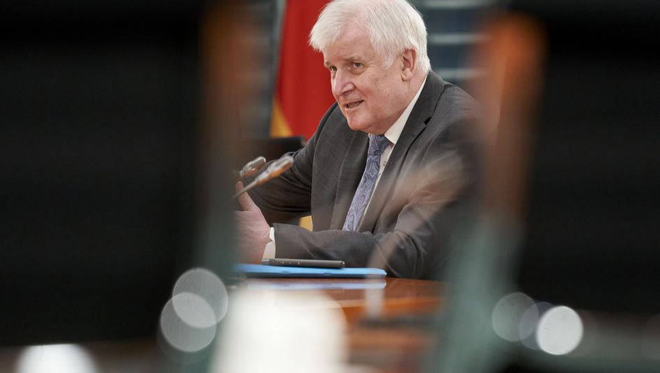 Jetzt ist sein Haus zuständig: Bundesinnenminister Horst Seehofer