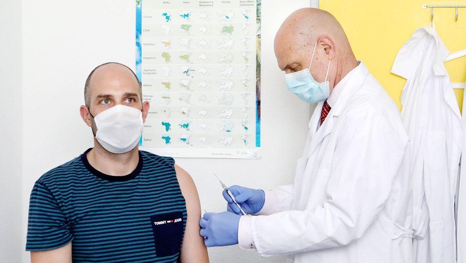 Peter Kremsner leitet eine Studie mit dem Corona-Impfstoffkandidaten des Tübinger Unternehmens Curevac