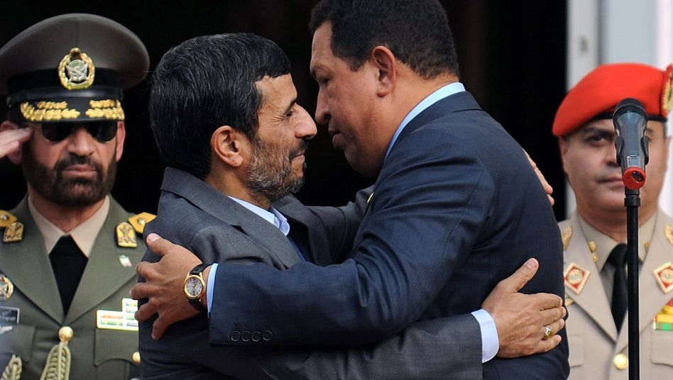"""Ahmadinedschad (l.), Chávez: """"Gladiator des antiimperialistischen Kampfes"""""""