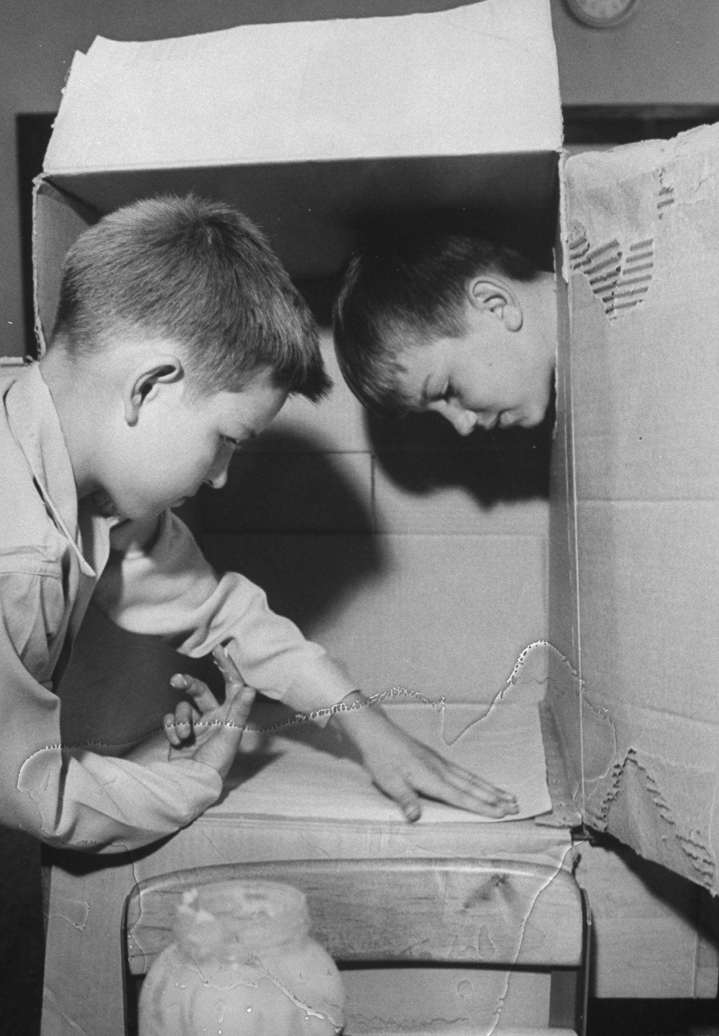 School children building `sunscope' devi