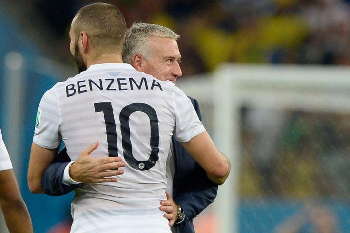 Benzema, dahinter Nationaltrainer Deschamps: »Die Nationalelf gehört nicht mir«