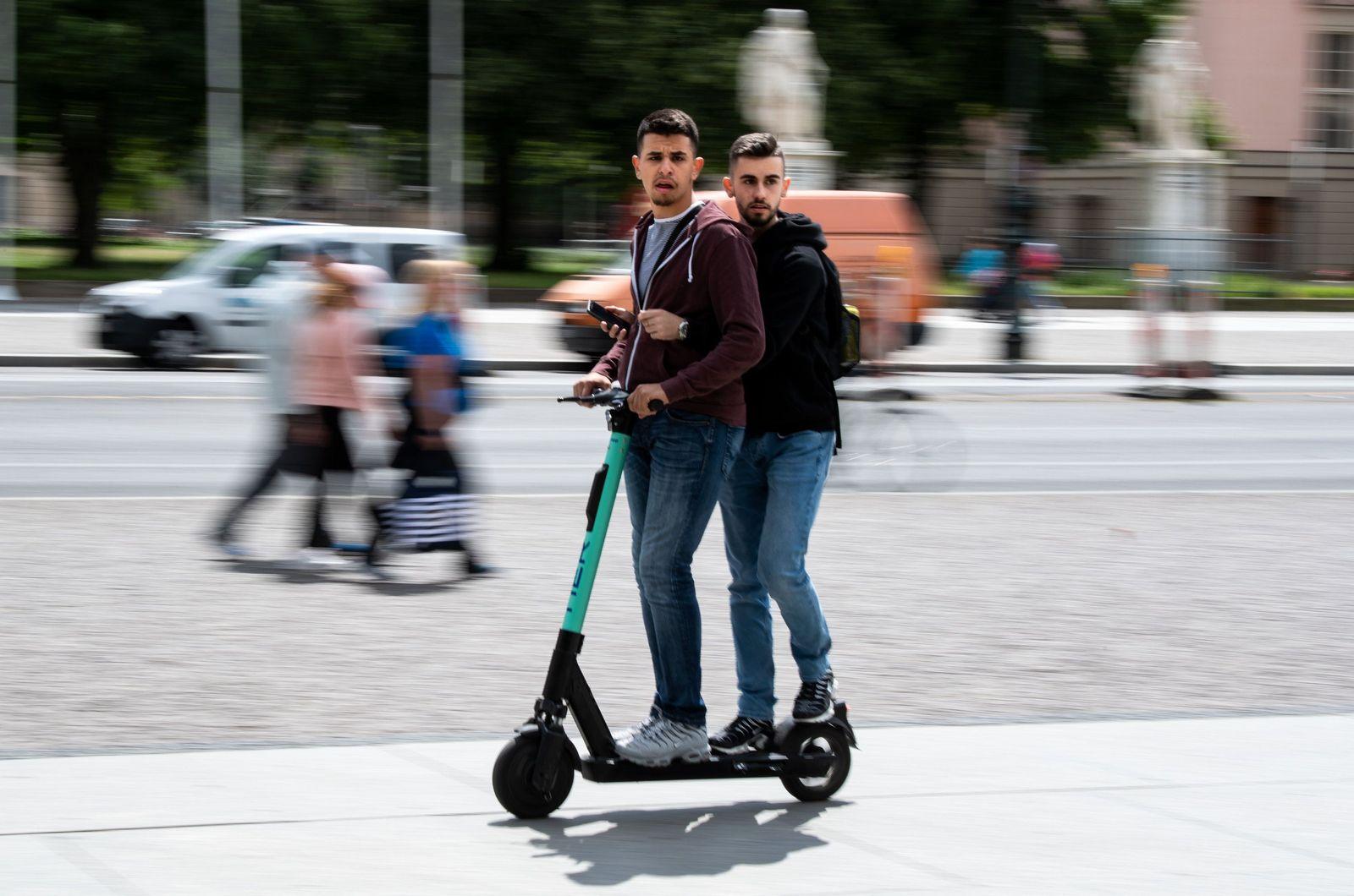 E-Tretroller im Straßenverkehr