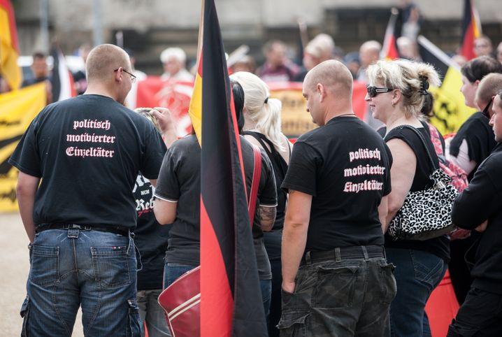 Neonazi-Demo (2012 in Dresden): Vom Netz in den Kopf und raus auf die Straße