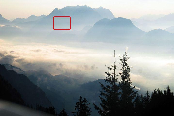 Punktgenau: Bei kontrastreichen Motiven lohnt sich die Spotmessung, hier auf einen mittelhellen Teil des Gebirges.