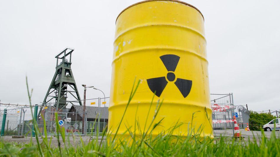Schacht Konrad in Salzgitter (Niedersachsen): Zentrales deutsche Endlager für schwach- und mittelradioaktive Abfälle soll in spätestens acht Jahren fertig sein