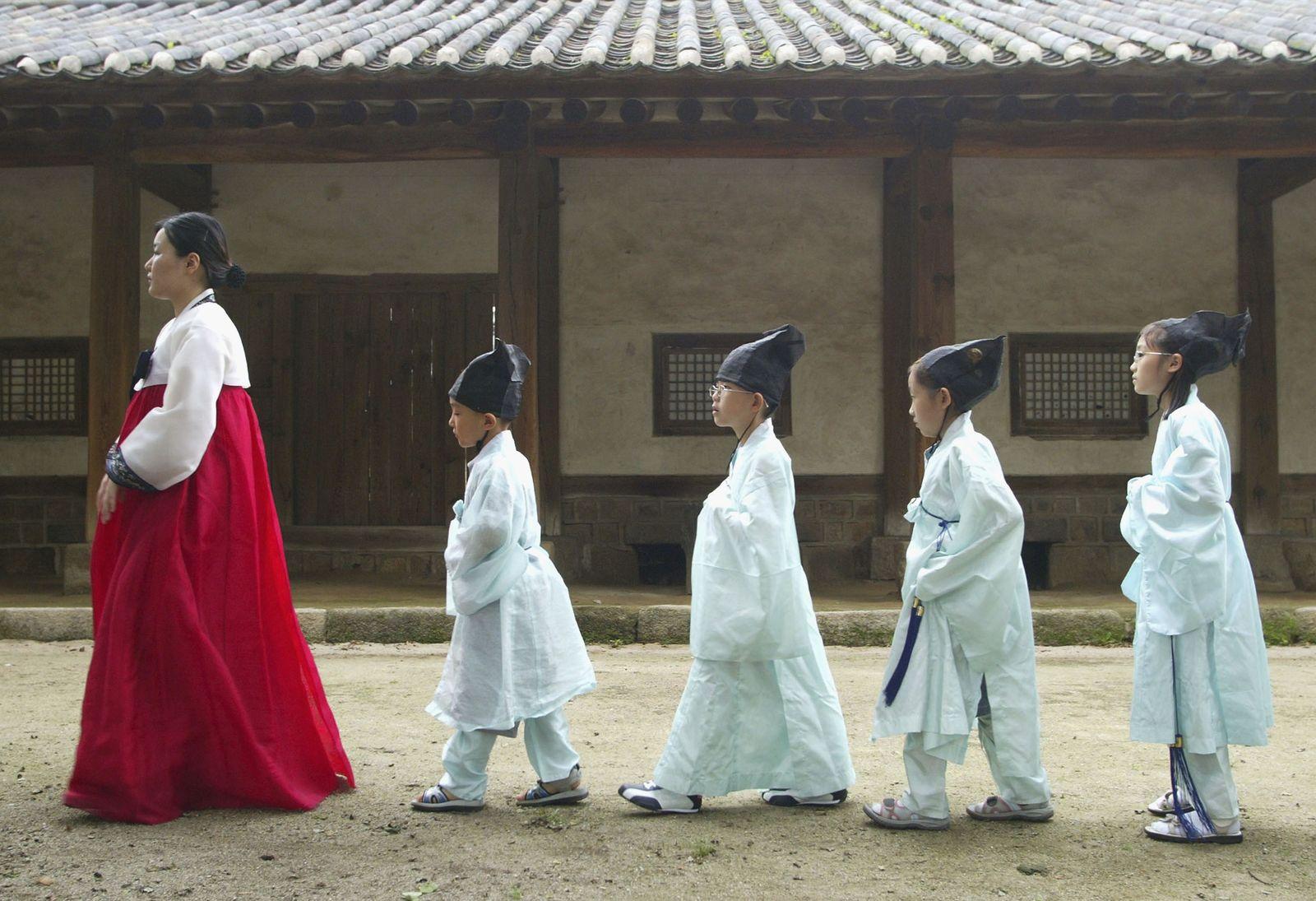 KOR: S. Korean Children Attend Classes In Traditional Korean Culture