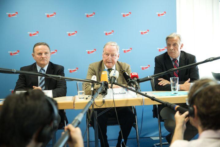 AfD-Bundesvorstands-Mitglieder Pazderksi, Gauland und Hampel in Berlin