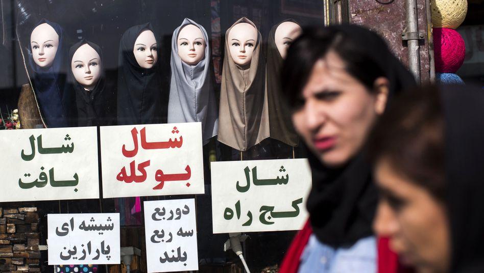 Nicht alle Frauen halten sich in Iran an die strengen Regeln zur Verschleierung