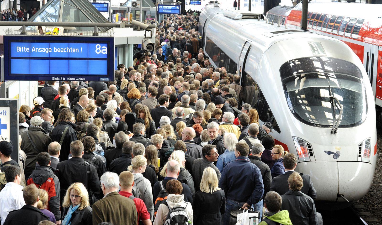 Bahn / unpünktlich / Verspätung