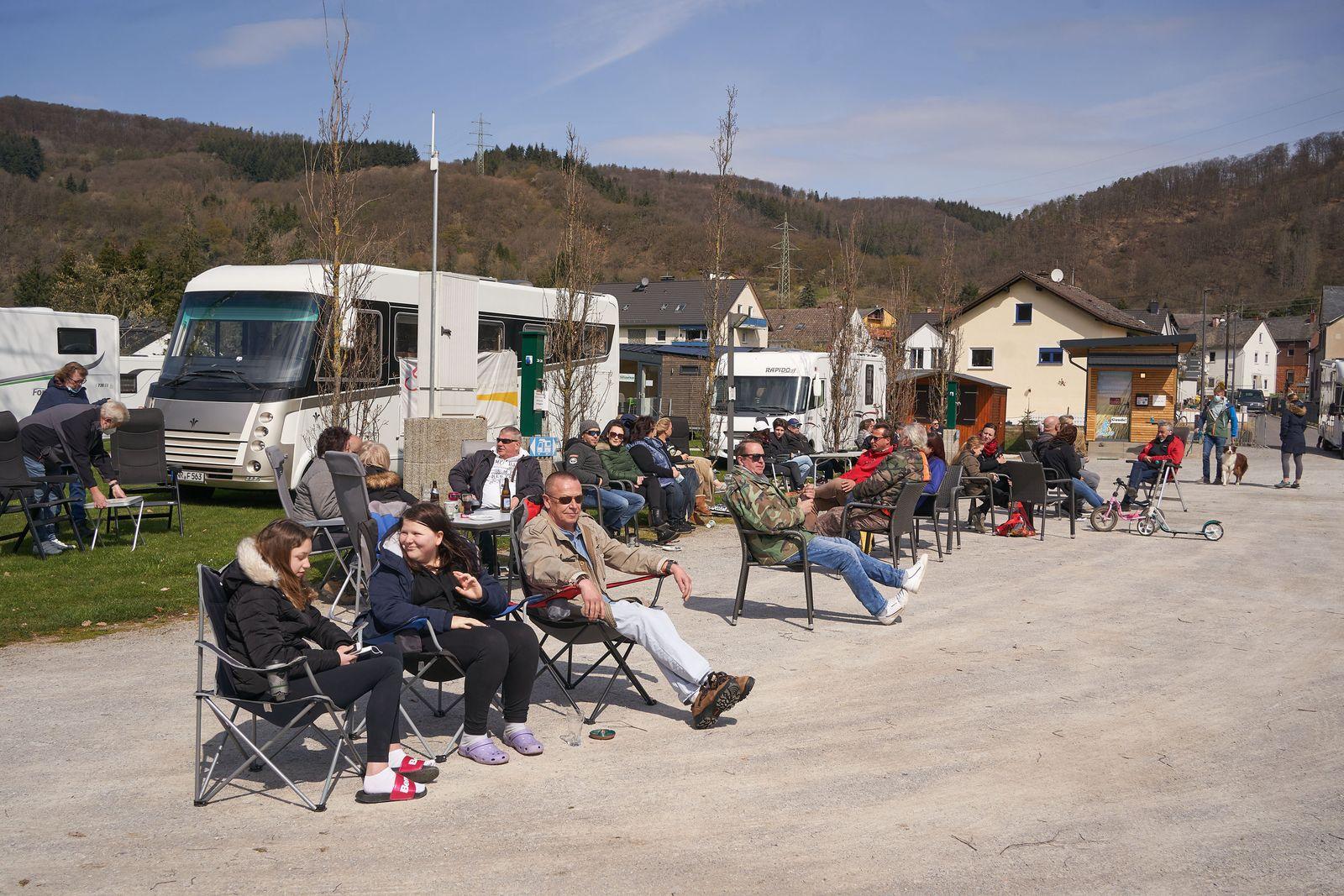 Camper demonstrieren für Öffnung der Campingplätze