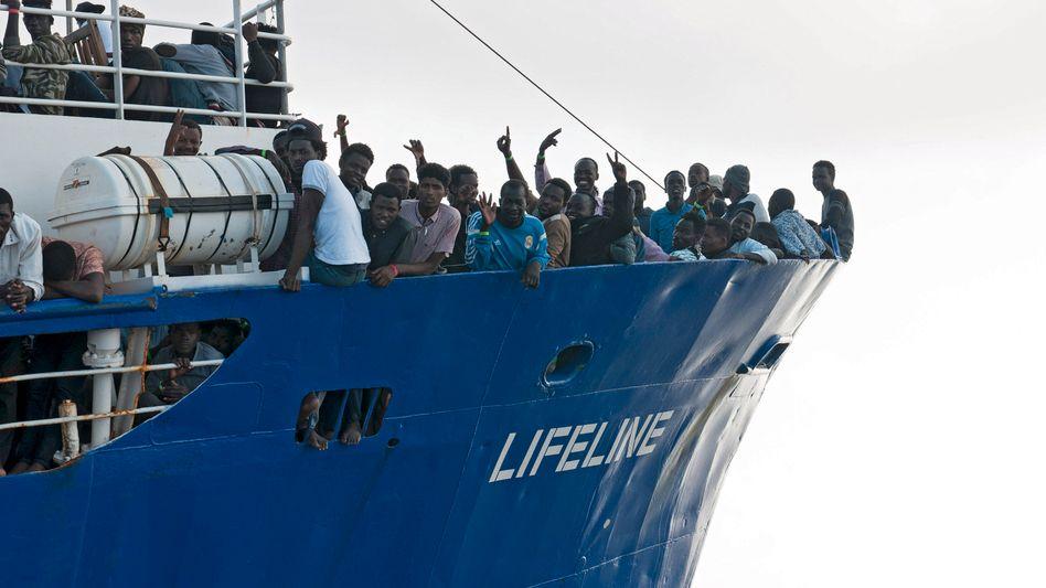 """Rettungsschiff """"Lifeline"""" im Juni 2018 mit mehr als 230 Migranten an Bord"""
