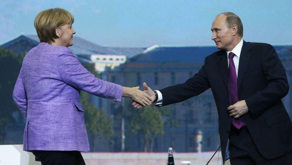 Merkel in Russland: Eklat um die Grußworte