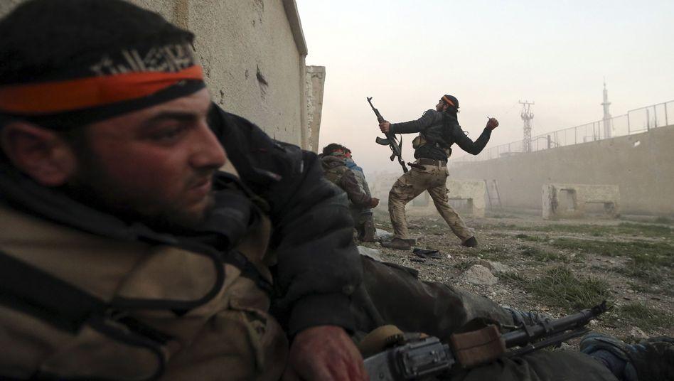 Rebellen bei Kämpfen in Damaskus: Seit mehr als zwei Jahren Blutvergießen