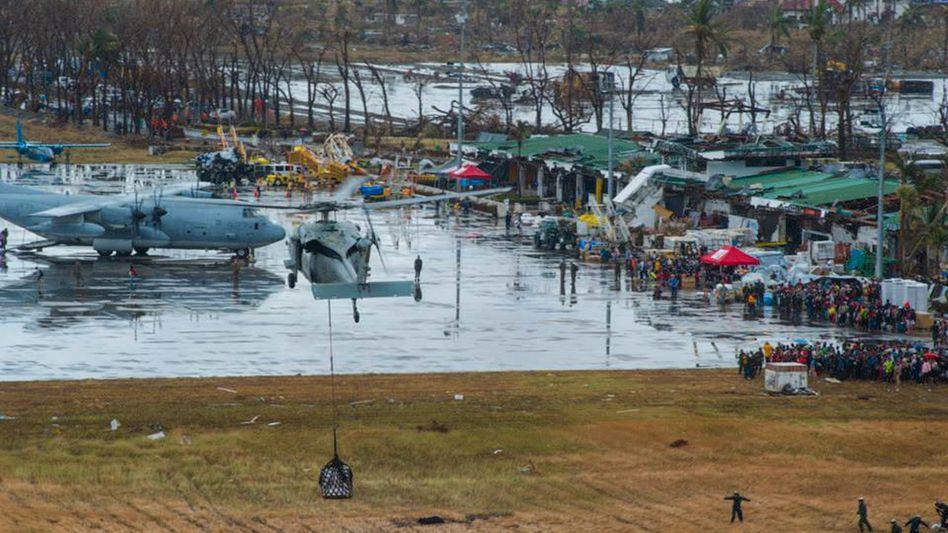 Die Hilfe mit Hubschraubern läuft an: Noch immer besteht Angst vor Seuchen