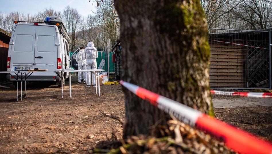 Beamte der Spurensicherung auf Campingplatz in Lügde