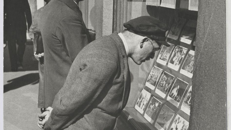 Amateurfotografen wie Walter Ballhause aus Hannover dokumentierten mit ihr Zufallsszenen auf der Straße.