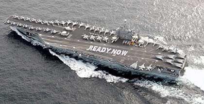 """Flugzeugträger """"USS Abraham Lincoln"""" am 11. September 2002, dem Jahrestag der Anschläge auf das World-Trade-Center: Auch die Nazi-Herrschaft wurde nicht durch Sitzblockaden vor dem Führerhauptquartier beendet"""