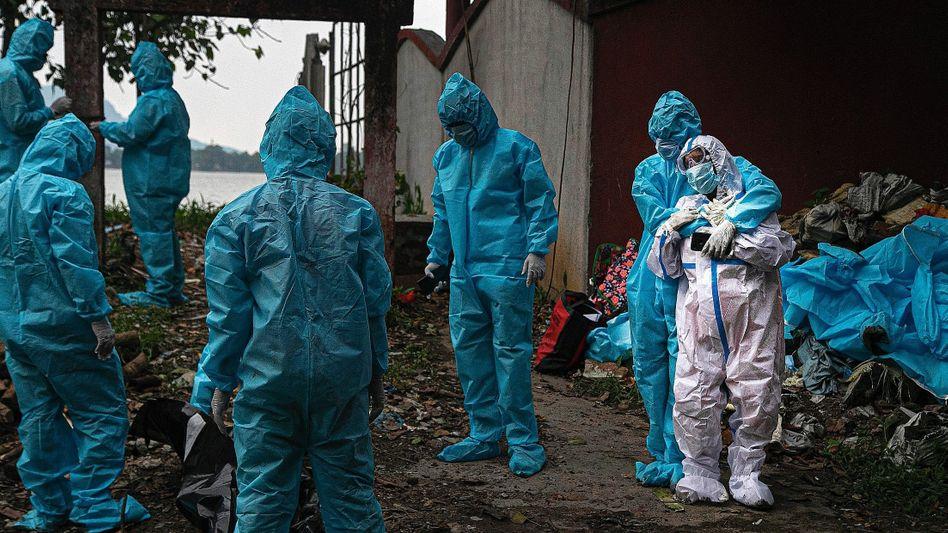 """Corona-Opfer vor Abtransport:""""Uns sterben die Patienten weg"""""""
