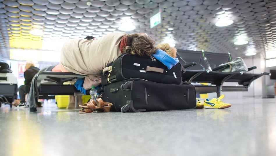 Urlauber am Flughafen Hannover